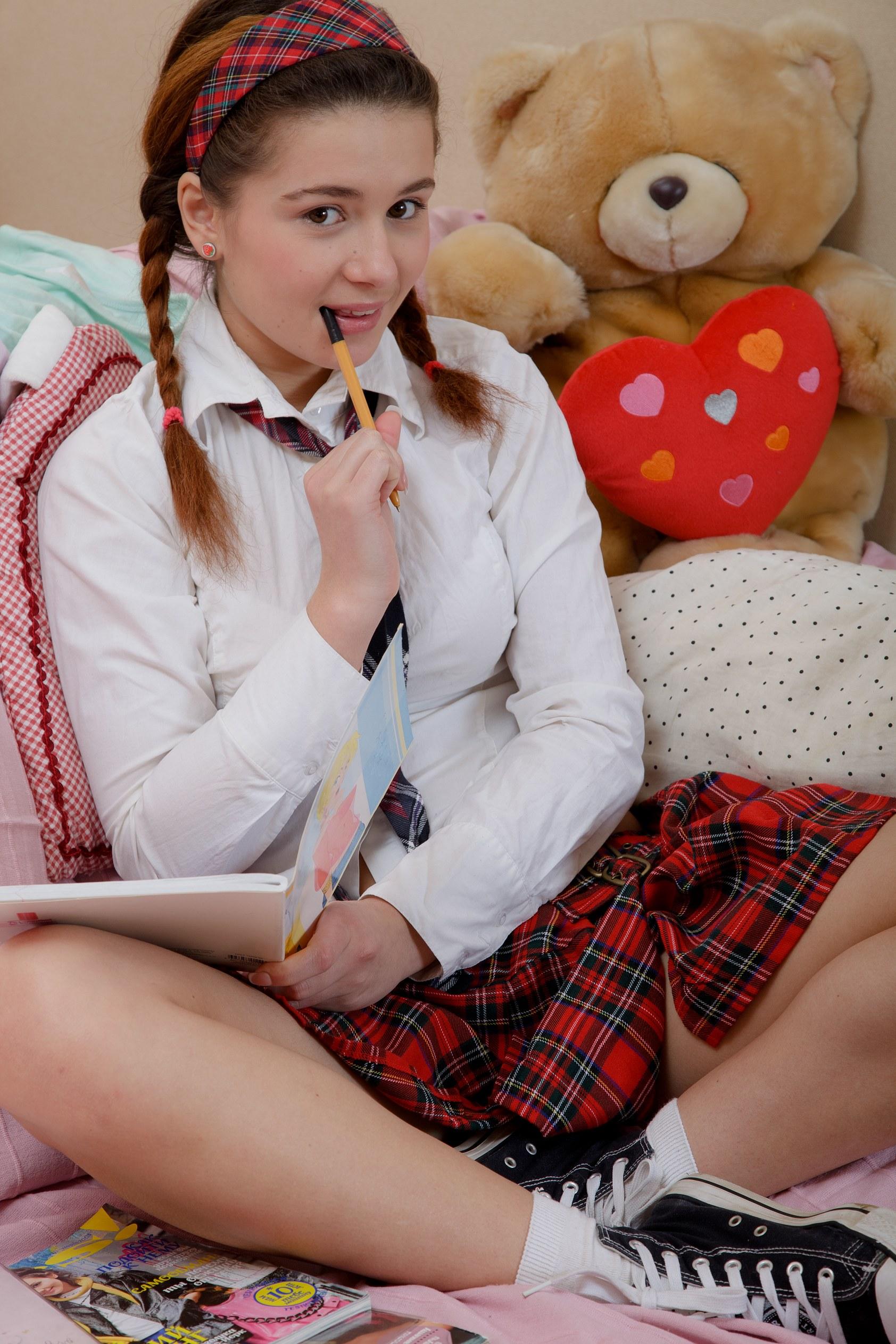 heartbreakers gallery 3435 TeenDreams Lara C 01 JPG
